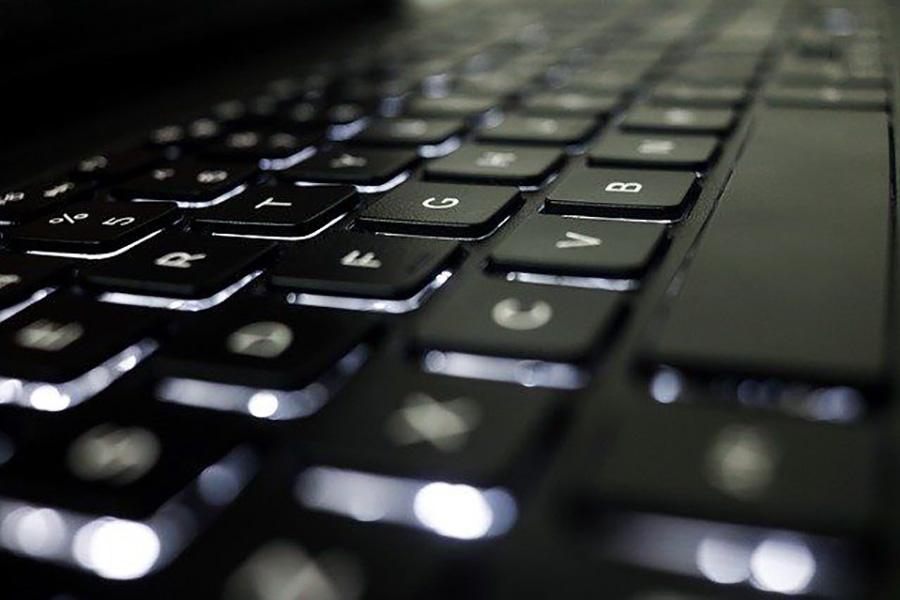 Pourquoi choisir un clavier ergonomique au travail ?