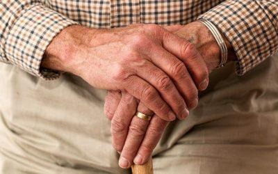 Assister un proche âgé à distance
