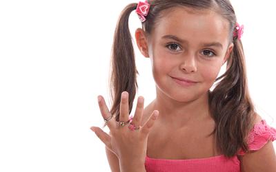 Port de bijoux chez les enfants : bonne ou mauvaise idée ?